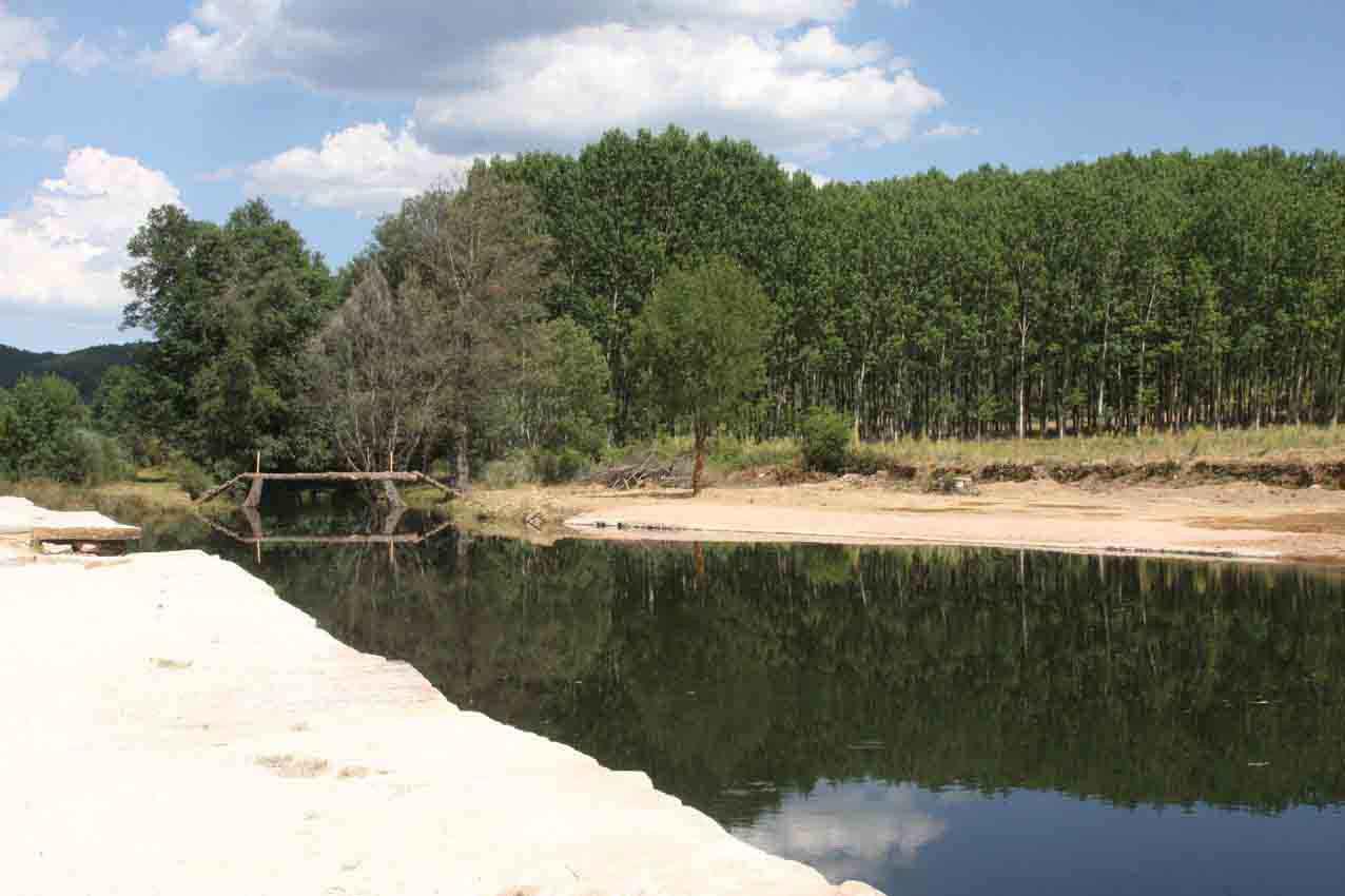 las piscinas naturales de serradilla del llano el oasis