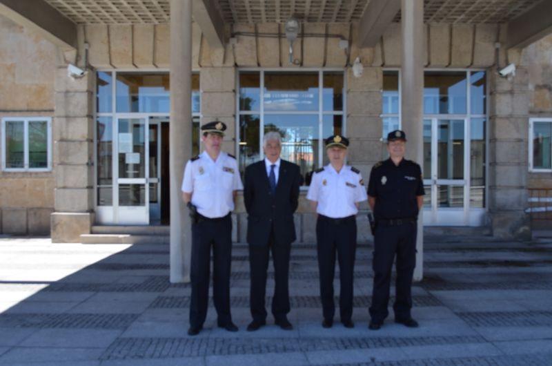 Inauguradas las nuevas oficinas de extranjer a en fuentes for Oficinas de extranjeria